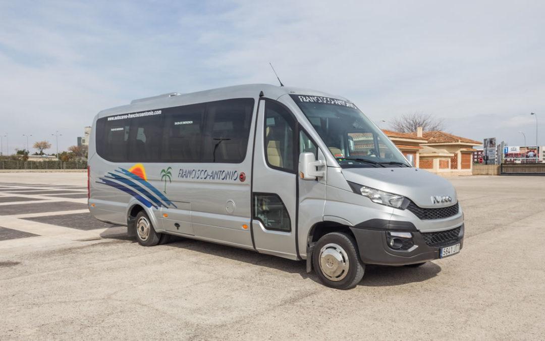 Servicios de minibús para grupos reducidos o familias